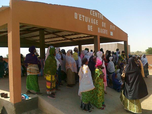 Le centre d'étuvage du riz de Bagré, au Burkina Faso.