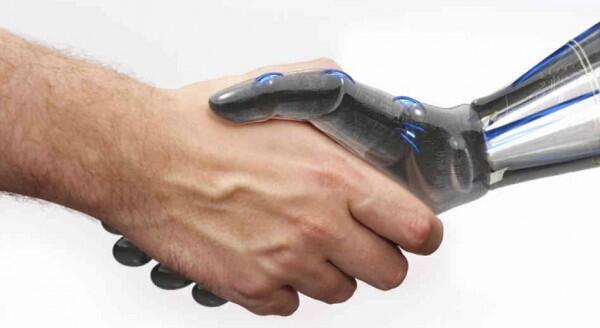 L'homme et le robot.