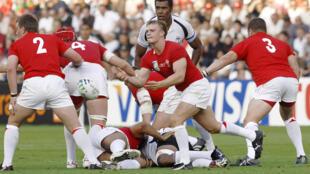 Scarlets return - Former Wales scrum-half Dwayne Peel (C) is rejoining his old region as a coach