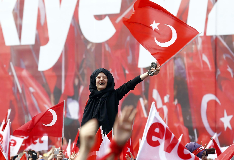 کارزار تبلیغاتی موافقان و مخالفان تغییرقانون اساسی ترکیه.