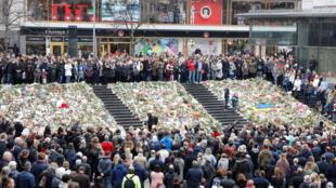Minuto de silêncio em homenagem às vítimas de atentado terrorista na Suécia