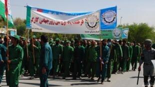 تظاهرات مردان، زنان و اطفال کارگر در روز اول ماه مه در کابل.