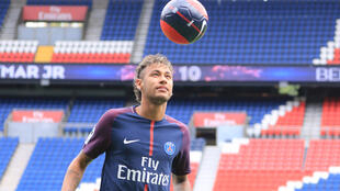 Neymar shows off his skills on arrival at PSG