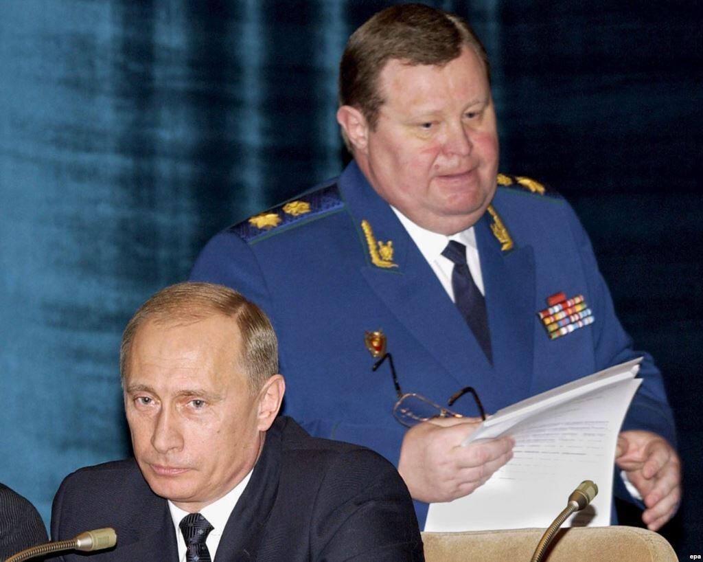 Генеральным прокурором РФ после Юрия Скуратова стал Владимир Устинов (слева)