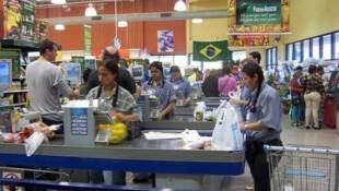 O Brasil caiu em recessão na primeira metade de 2014.