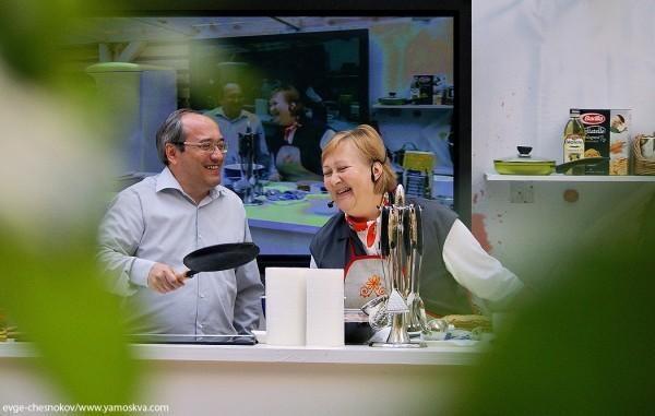 Ольга и Павел Сюткины кадр кулинарной телепередачи