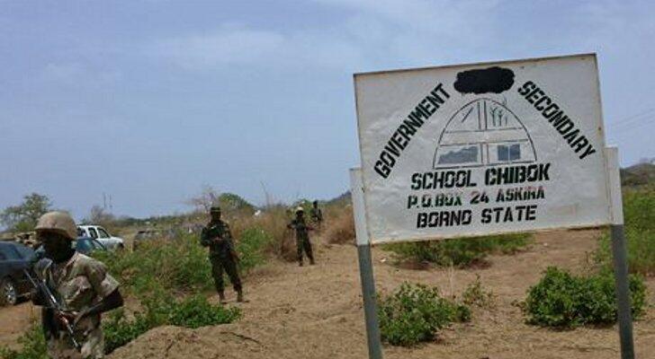 L'armée nigériane en patrouille près de l'école, plusieurs jours après le rapt.