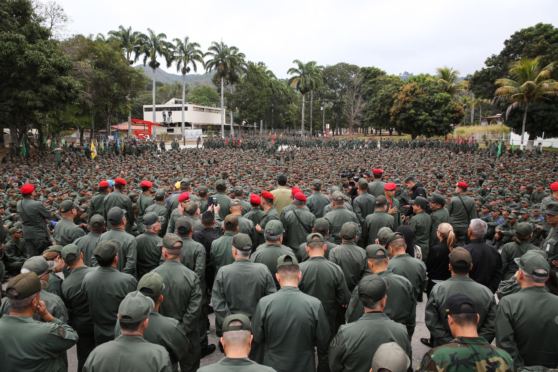 Les forces armées écoutent un discours de Nicolas Maduro lors d'un rassemblement militaire, le 30 janvier 2019, à Caracas.