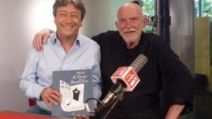 El dibujante argentino Serguei con Jordi Batallé en RFI