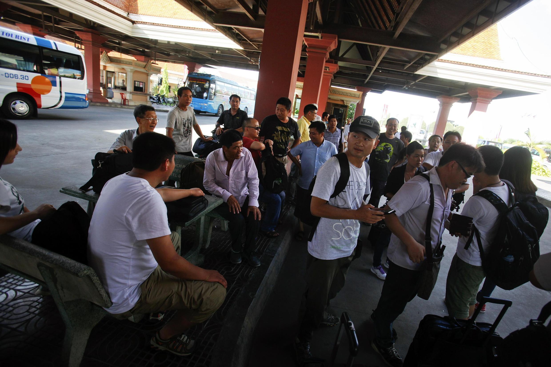 Des ressortissants chinois sur le poste frontière de Svay Rieng entre le Vietnam et le Cambodge ce jeudi 15 mai 2014.