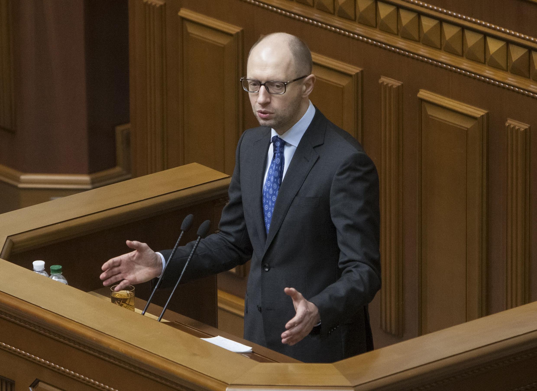 И.о. премьер-министра Украины Арсений Яценюк в Верховной Раде