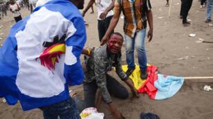 Un manifestant blessé lors des heurts qui ont émaillé une réunion de l'opposition à Kinshasa, le 15 septembre.