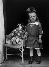 """Jeune fille"", Westerwald, vers 1925 (épreuve moderne 1998)."