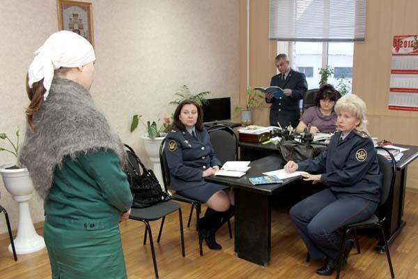 Воспитательная беседа в администрации мордовской колонии-13