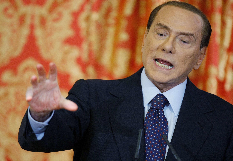 Ex-Presidente do Conselho ainda tem mão forte sobre a política e a mídia italiana