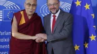 សម្តេចសង្ឃទីបេដាឡៃ ឡាម៉ា និងលោកប្រធានសភាអឺរ៉ុប Martin Schulz