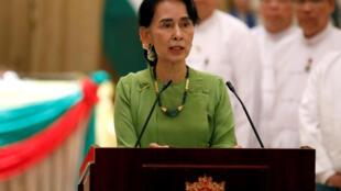 Cố vấn nhà nước Miến Điện Aung San Suu Kyi họp báo với thủ tướng Ấn Độ Narendra Modi tại Naypyitaw, Miến Điện, ngày 06/09/2017.