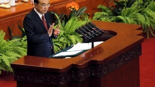 中国国务院总理李克强于中国人大会议开幕后做政府工作报告