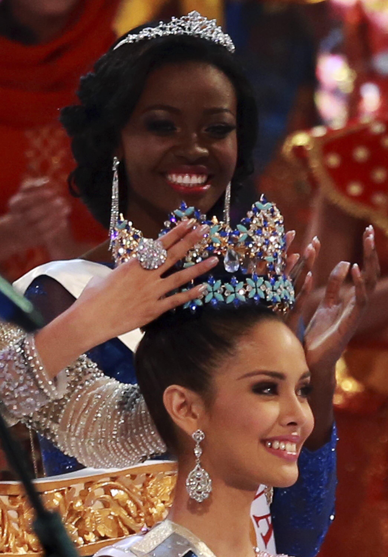 Hoa hậu Philippines Megan Young nhận vương miện Hoa hậu Thế giới 2013 tối 28/09/2013 tại Bali (Indonesia).