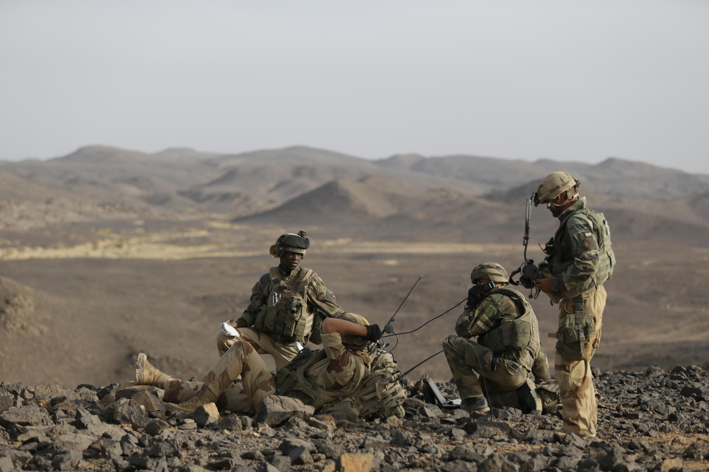 Des soldats français lors d'une opération dans l'Adrar des Ifoghas, dans le nord du Mali, en mars 2013.