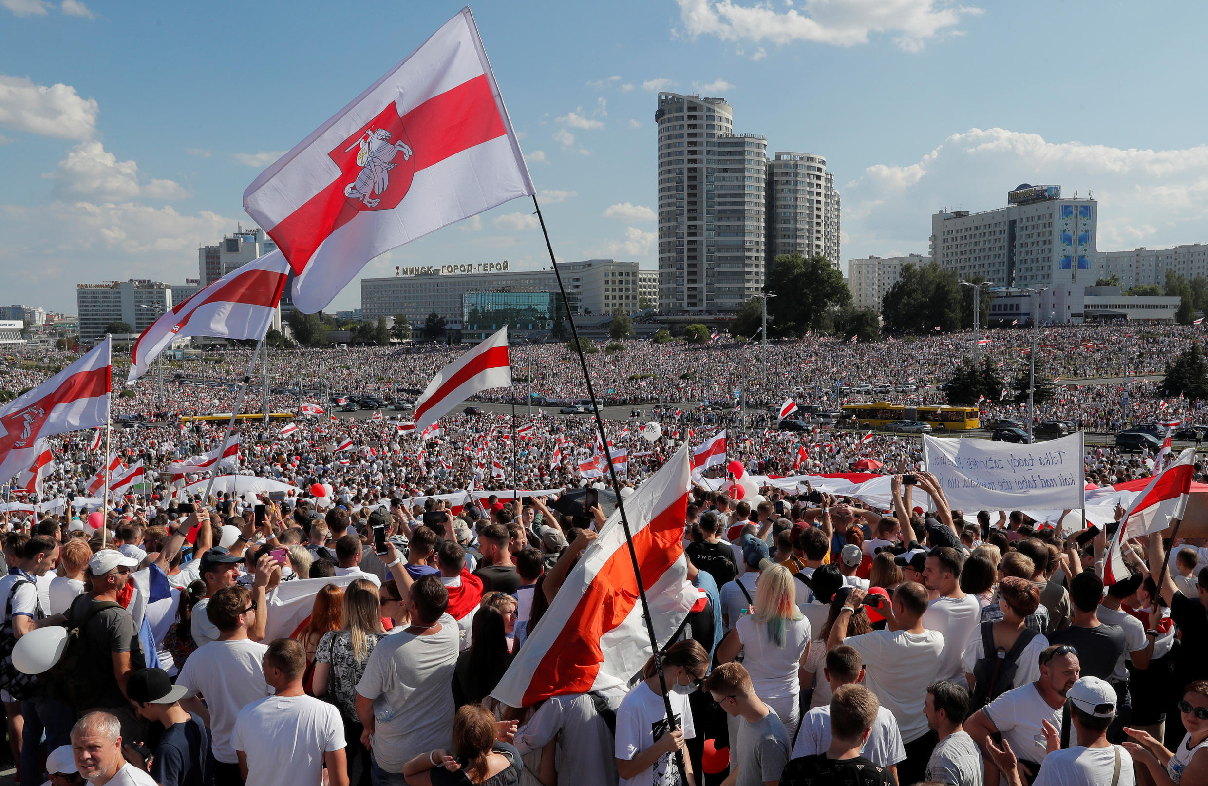 2020-08-16T145329Z_122075832_RC22FI98VPO6_RTRMADP_3_BELARUS-ELECTION-PROTESTS
