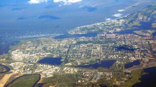 Không ảnh thị trấn Severodvinsk, Vịnh Dvina, cách Saint-Pétersbourg, Nga, 713 km về phía đông bắc
