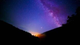 On estime que 90% des humains ont un ciel nocturne dégradé par la pollution lumineuse.