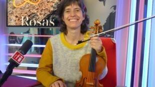 Amandine Beyer en los estudios de RFI