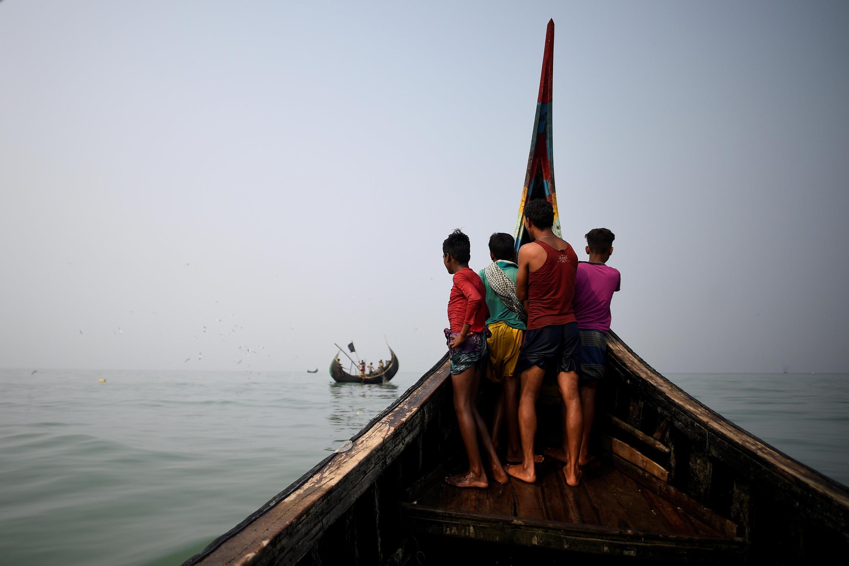 ជនភៀសខ្លួនរ៉ូហ៊ីងយ៉ា នៅឈូងសមុទ្ទBengale ក្បែរជំរំ Cox's Bazar បង់ក្លាដែស