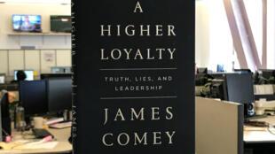 Un exemplaire du livre de l'ancien directeur du FBI James Comey.