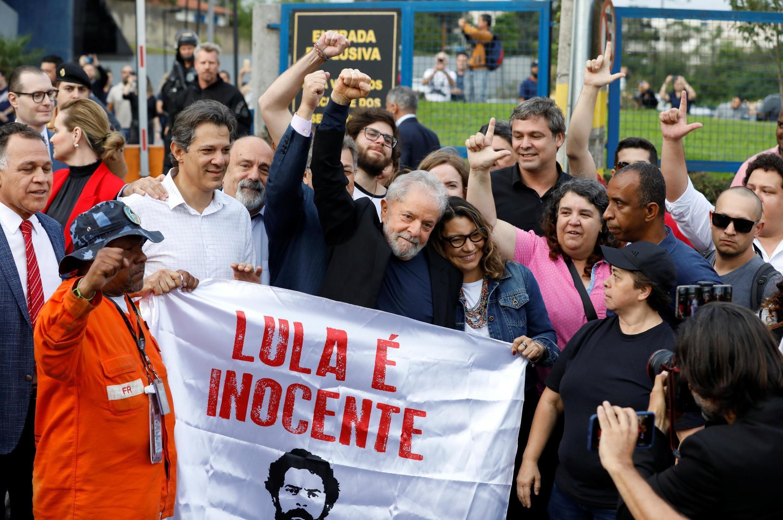 Tsohon Shugaban Brazil Lula Da Silva da magoya bayan sa