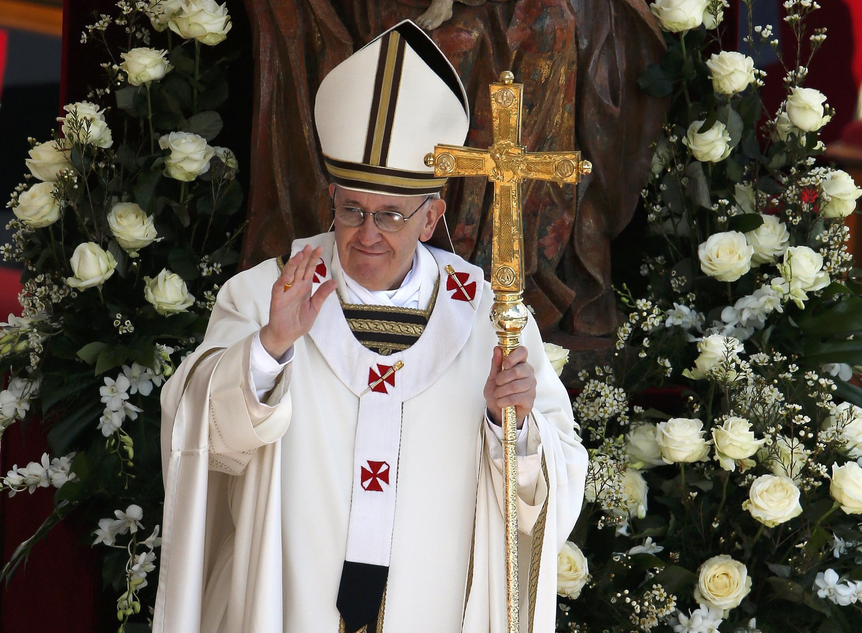 Папа Римский Франциск I после мессы в соборе Святого Петра в Ватикане 19/03/2013