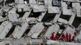 برج مسکونی که در زلزله تایوان فرو ریخت