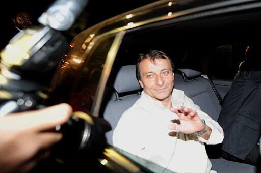 Em 8 junho de 2011, a Justiça brasileira autorizou Cesare Battisti a permanecer no país.