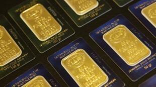 O preço do ouro bateu recorde histórico nesta terça-feira, sendo cotado a 1913,50 dólares.