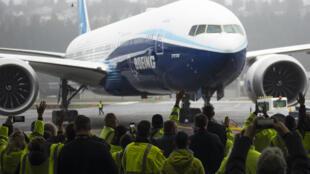 Após ajuda de US$ 17 bilhões, Boeing deve iniciar discussões com o Tesouro dos Estados Unidos sobre medidas de apoio econômico.