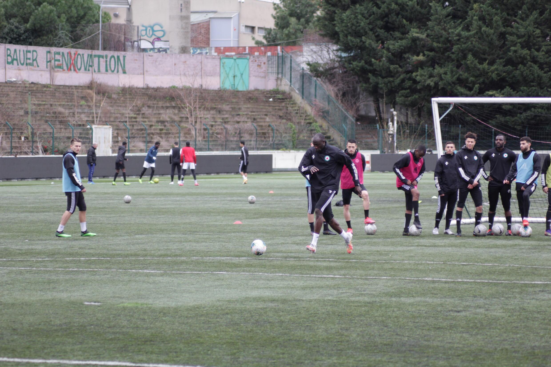 Le Sénégalais Cheikh Ndoye, à l'entraînement avec le Red Star, club de la région parisienne.