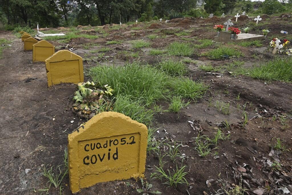 Des tombes de victimes du Covid-19 au cimetière de La Verbena à Guatemala City, le 17 juin 2021.