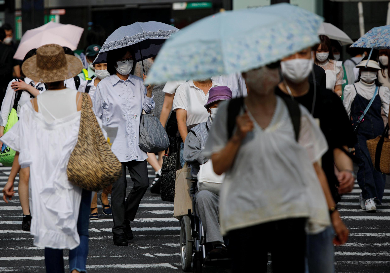 日本各地新冠病毒确诊感染者人数近日不断上升。2020年7月20日摄于东京。