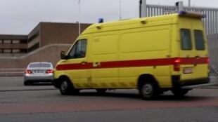 Arrivée de Salah Abdeslam en ambulance à la prison de Bruges le 19 mars 2016.