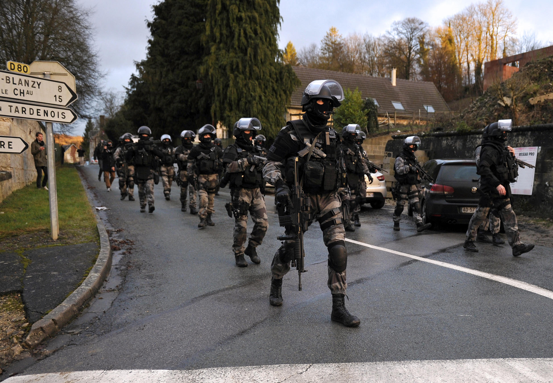 Depuis jeudi 8 janvier, les forces spéciales de la police et de la gendarmerie traquent les deux principaux suspects de l'attentat contre Charlie Hebdo à Corcy, dans l'Aisne (nord-est de la France).
