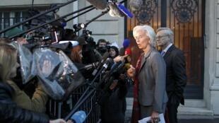 Christine Lagarde, habla a los periodistas delante de la Corte de Justicia en París, 24 de mayo de 2013