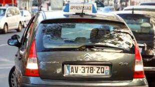 On peut louer un véhicule «apprentissage» pour 15 euros de l'heure.
