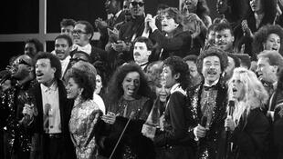 Au premier rang : Stevie Wonder, Lionel Richie, Sheila E, Diana Ross, Michael Jackson, Smokey Robinson, Kim Carnes.