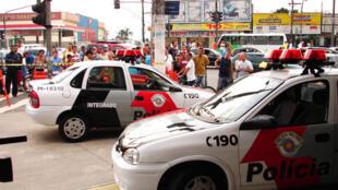 Foto tirada em 12 de janeiro de 2006 quando o secretário da Segurança, Saulo Abreu, admitiu que a facção criminosa PCC tinha retomado a onda de atentados à polícia.