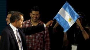 Daniel Scioli, 58 ans, é o candidato apoiado pelo atual governo da Argentina.