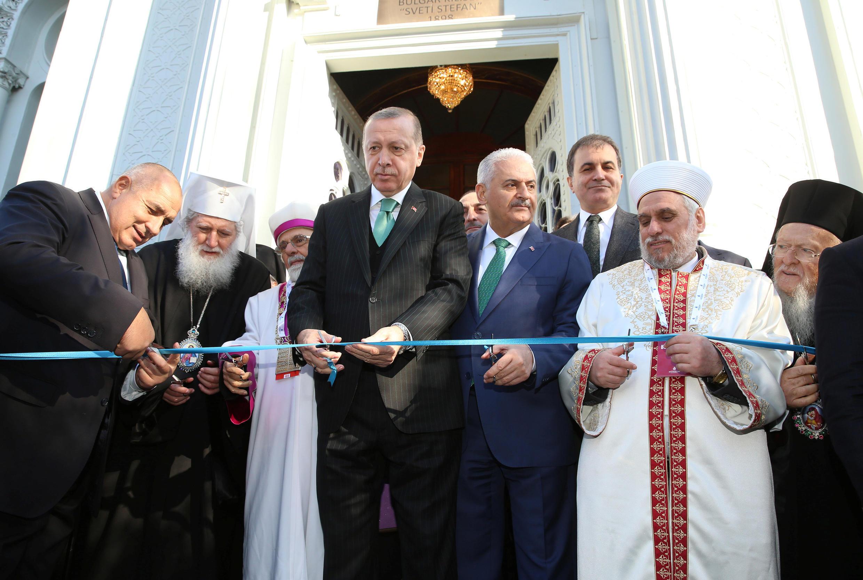 Tổng thống Thổ Nhĩ Kỳ Recep Tayyip Erdogan (T) và thủ tướng Bulgari Boïko Borissov tại buổi lễ mở cửa trở lại nhà thờ Saint-Stéphane tại Istanbul, ngày 07/01/2018.