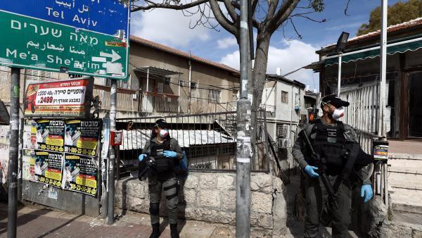 La police israélienne veille à ce que tous les habitants de Jérusalem respectent les règles de confinement.