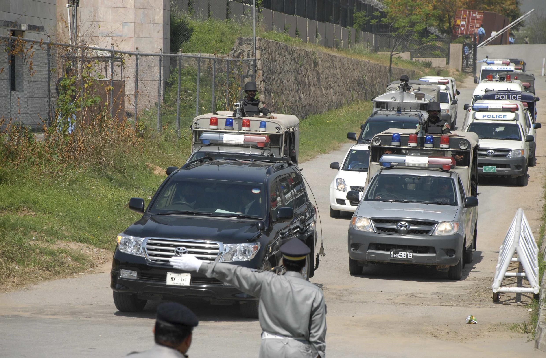 Đoàn xe cảnh sát hộ tống cựu Tổng thống Pakistan Pervez Musharraf đến Tòa án đặc biệt, xét xử ông về tội phản bội, ngày 31/03/2014.