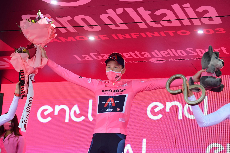 Tao Geoghegan Hart (Ineos), un Britannique de 25 ans, a remporté le Tour d'Italie cycliste, ce 25 octobre 2020 à Milan